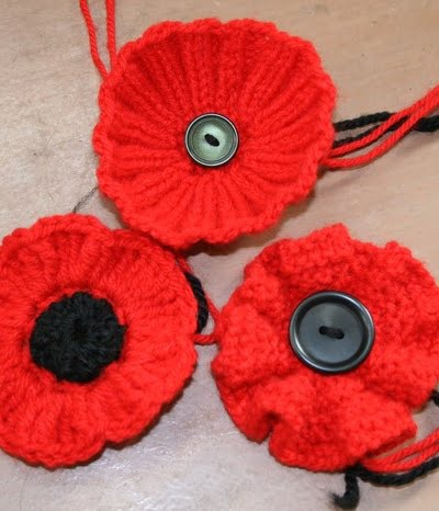 anzac-day-knitted-crochet-poppies